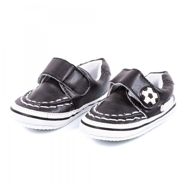 Babyschuhe Bolzplat schwarz weiß by 12teFRAU