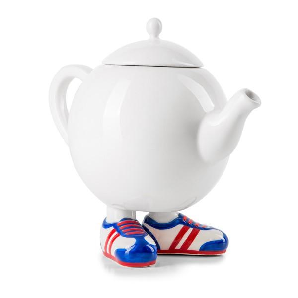 Porzellan-Teekanne mit Turnschuhen by 12teFRAU
